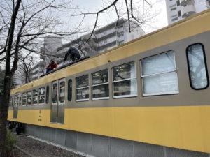 最寄り駅は八坂駅の「くめがわ電車図書館」はボランティアによって清掃活動が行われています