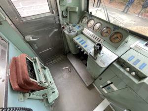 東村山市の「くめがわ電車図書館」では開館日に運転席に入ることも出来ます。